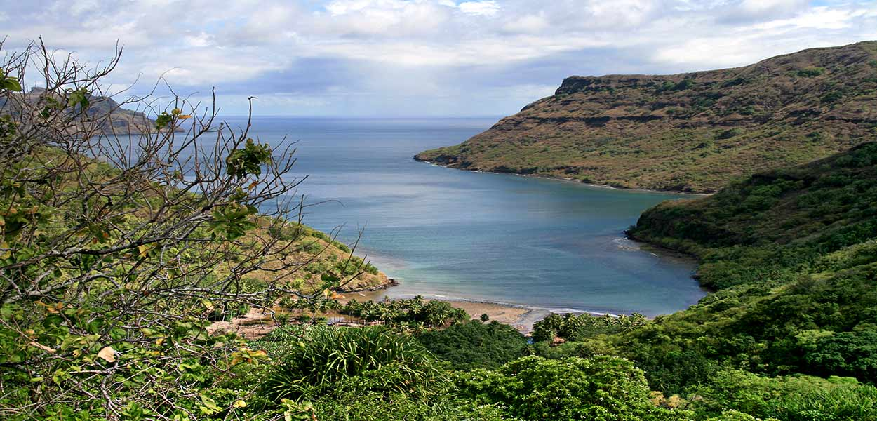 Nuku Hiva - Baie de Hakapaa, By Sémhur (Own work) [GFDL or CC BY-SA 4.0-3.0-2.5-2.0-1.0, via Wikimedia Commons