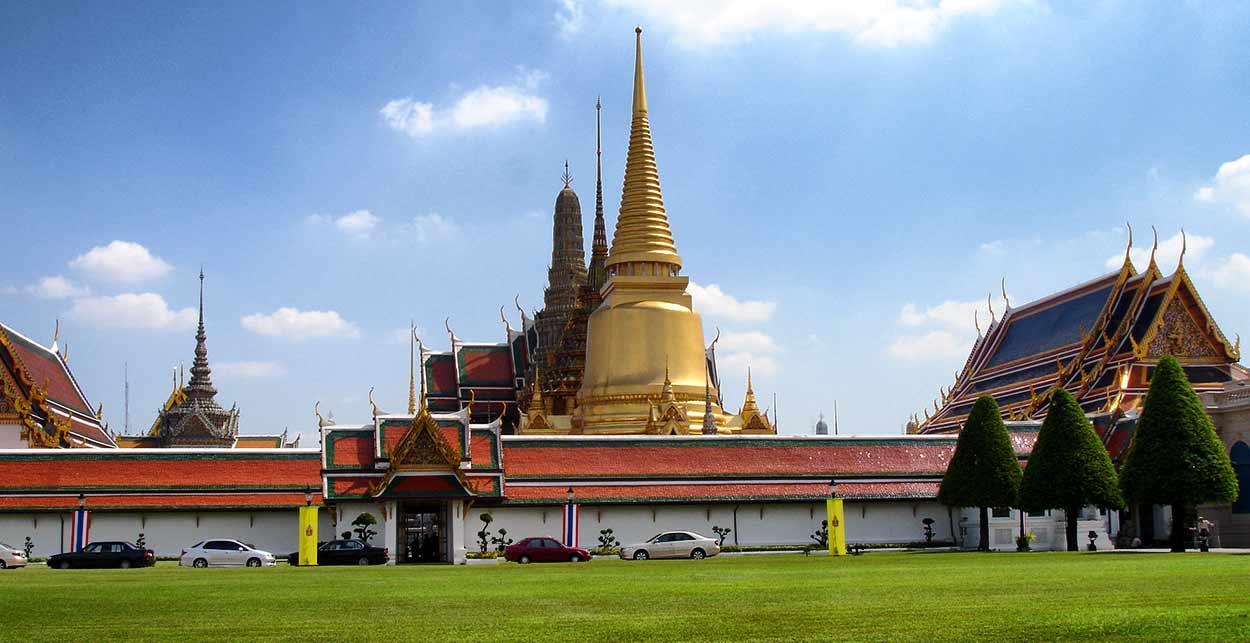 Wat Phra Kaew en Bangkok - Templo de Buda de Esmeralda, es el templo más importante del turismo en Tailandia