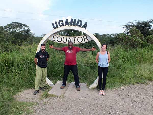 Testimonio de viaje a Uganda en privado: Cristina e Ignacio con su guía