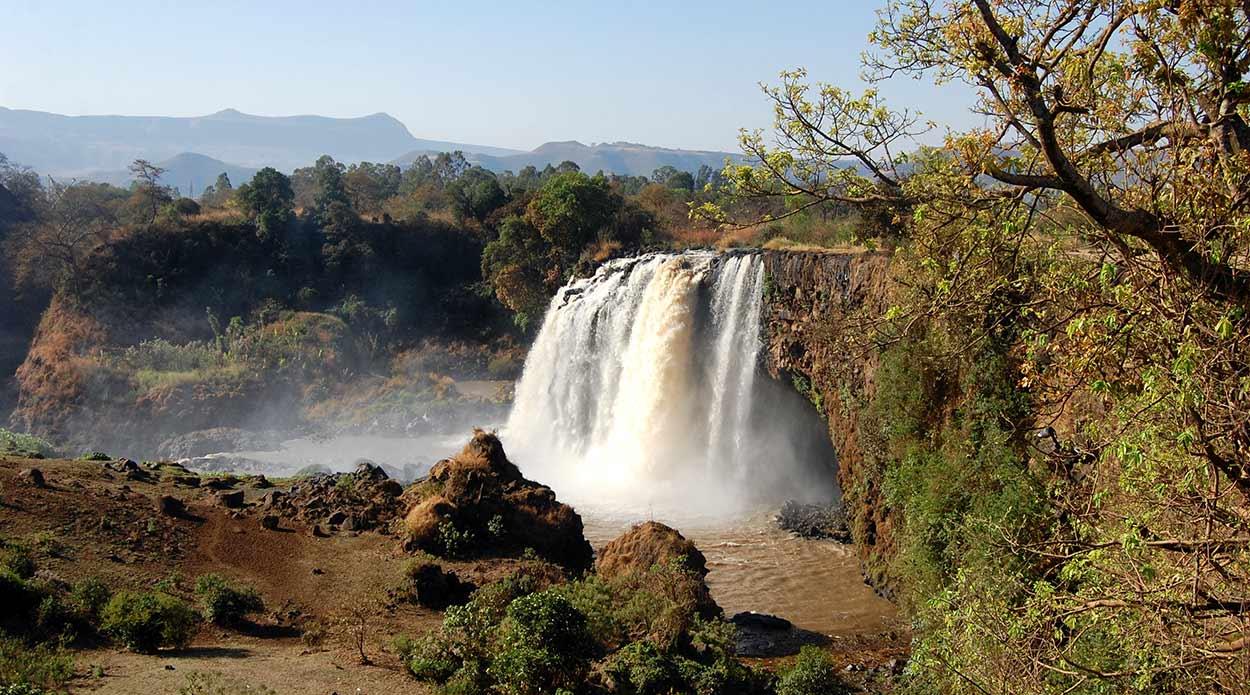Las célebres cataratas del Nilo Azul, un portentoso salto de agua de 40 metros de altura y 400 de frente, son otro de los imágenes emblemáticos de Turismo de Etiopía. By Bair175 (Own work) [CC BY-SA 4.0], via Wikimedia Commons