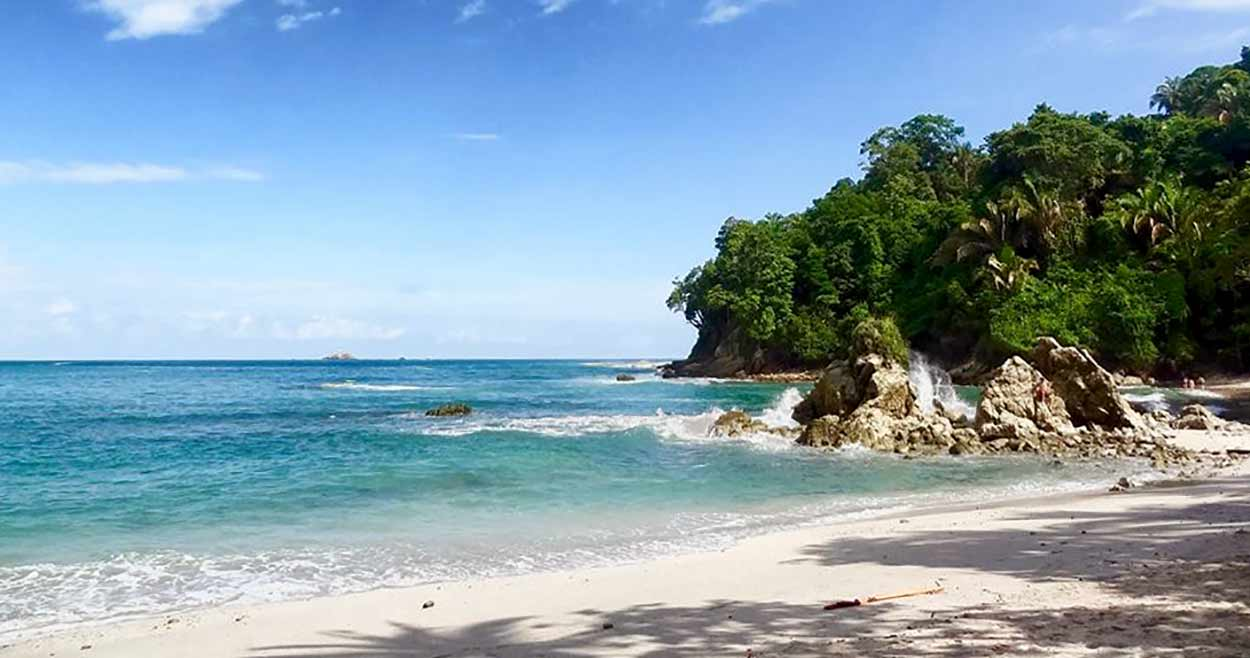 Turismo de Costa Rica presume de unas de las más bellas playas del mundo (Parque Nacional Manuel Antonio) By Michelle Tran (Own work) [CC BY-SA 4.0], via Wikimedia Commons