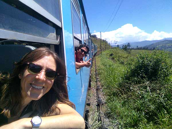 Testimonio de viaje de novios a Sri Lanka y Maldivas - Celia y Borja en el tren escénico Peradeniya - Nuwara Eliya