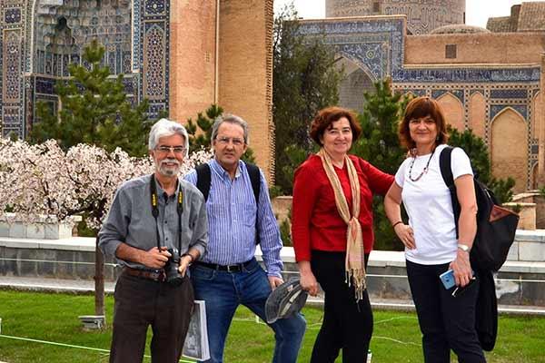 Opinión del viaje a Uzbekistán de Jose, Almudena, Trinidad y Monserrate: en la plaza Registán (Samarcanda)
