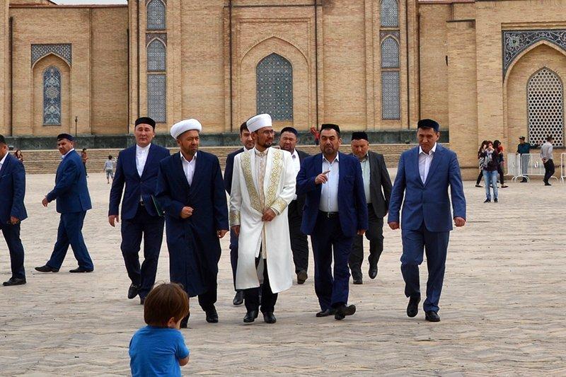 Viaje a Uzbekistán de Jose, Almudena, Trinidad y Monserrate 05