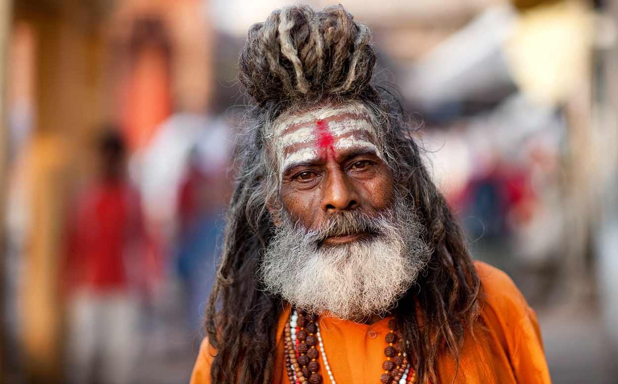 Un devoto sadhu de Benarés, probablemente contemporánea de Tebas y Babilonia, ha sido habitada ininterrumpidamente durante más de 4000 años. Es probablemente la visita más impactante de turismo de India