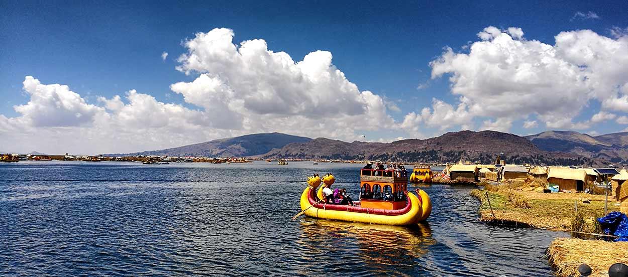 Titicaca, el lago navegable más alto del mundo (3.810 msnm), ofrece una belleza paisajística casi hipnótica y es una de las joyas de turismo de Perú
