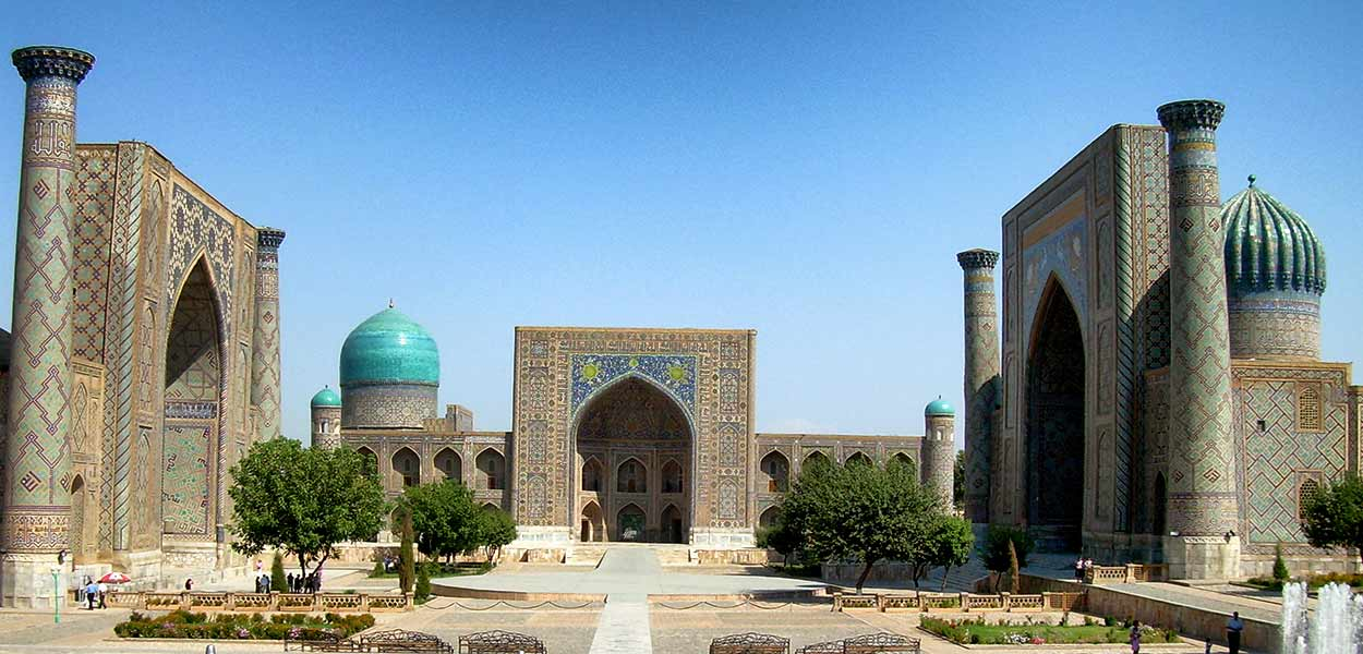 La plaza del Registan de Samarcanda es la imagen más emblemática del turismo de Ruta de la Seda