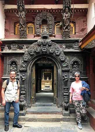 Opinión del Viaje a Nepal y Bután de Vicente y Mercedes: la entrada al Templo Dorado en la antigua Patan, cerca de Katmandú, Nepal