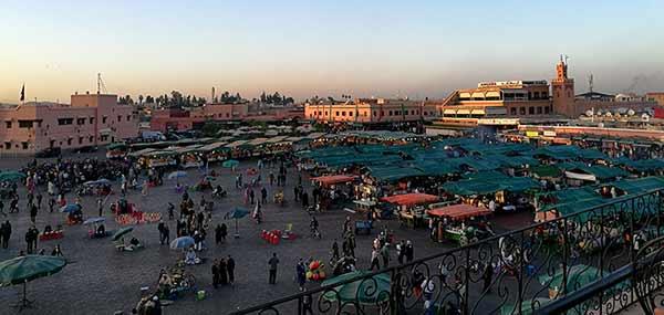 Testimonio de viaje a Marruecos de Diego, Elena, Mari y José Carlos: la emblematica plaza Jema el Fnaa