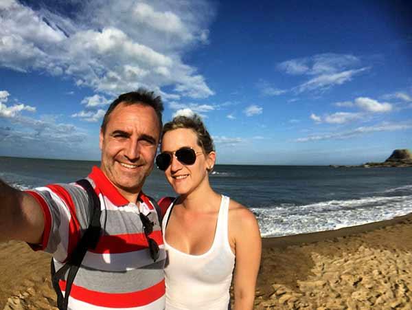 Testimonio de viaje a Sri Lanka y Maldivas de Paola y Alfonso: un selfie en playa de Sri Lanka