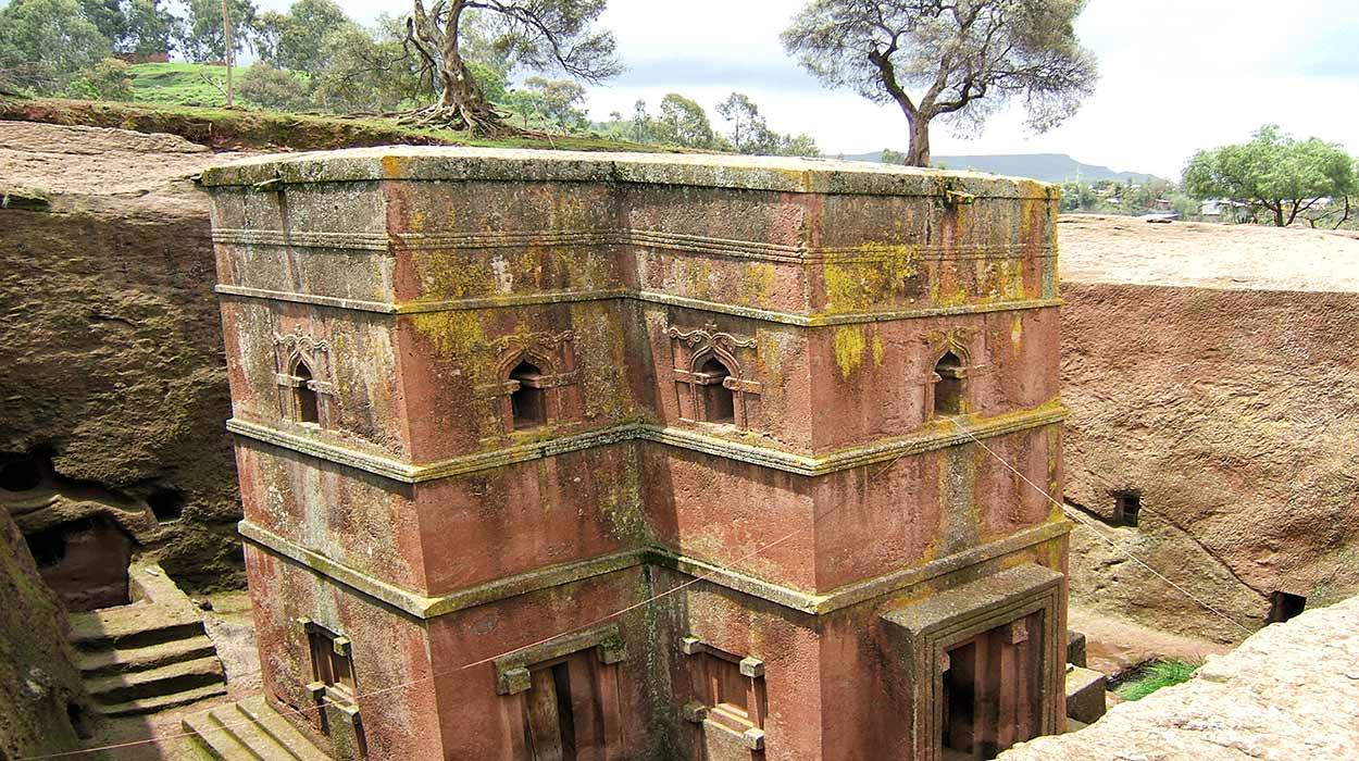 Oferta especial Etiopía Norte con salida garantizada - Iglesia Biet Ghiorgis (casa de San Jorge) tallada en la roca, en Lalibela Bet Giyorgis church Lalibela - Giustino