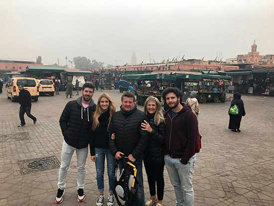 Valoración del viaje a Marruecos y Egipto de Andrea y familia: en la plaza Jemaa el-Fnaa de Marrakech