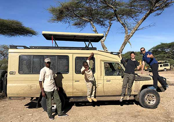 Valoración de safari en privado de Tanzania de Yajaira y Pino: con su guía y chofer.
