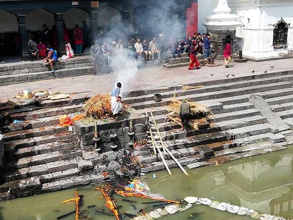 Opinión de Viaje a India y Nepal de Trini y Monse: un detalle del Templo Pashupatinath, Katmandú Nepal