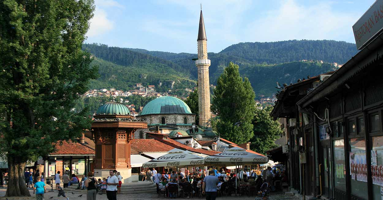 Tour de los Balcanes con salida garantizada: Baščaršija, en Sarajevo - Michal Gorski [CC BY-SA 3.0 (https://creativecommons.org/licenses/by-sa/3.0)]