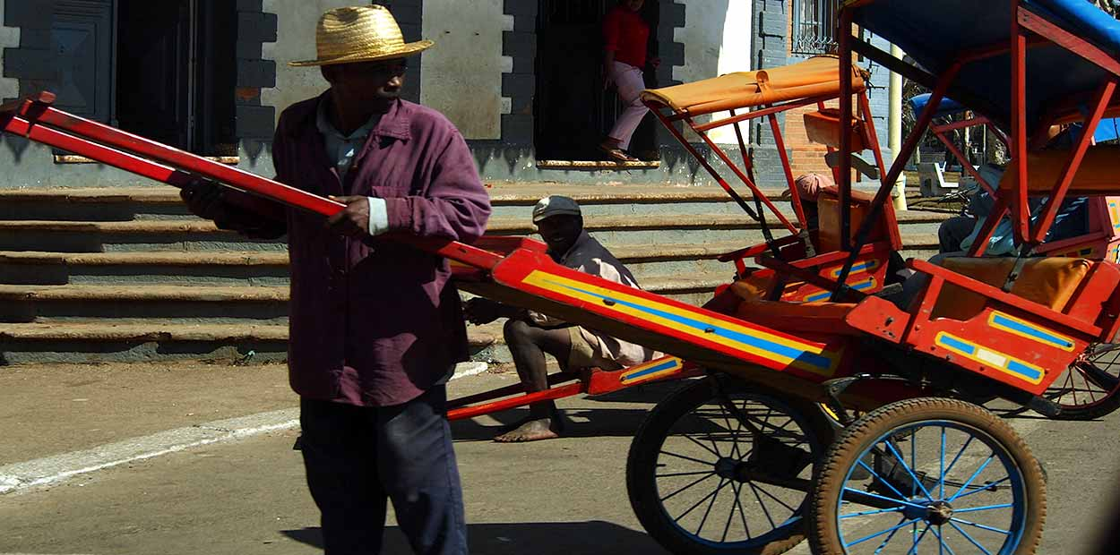 Un pousse-pousse en Antsirabe - Guía de turismo de Madagascar