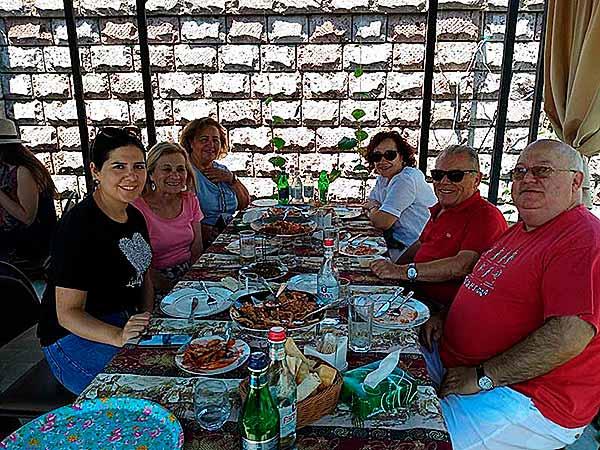Testimonio de viaje a Armenia y Georgia - Una de nuestras fabulosas comidas en lugares encantadores