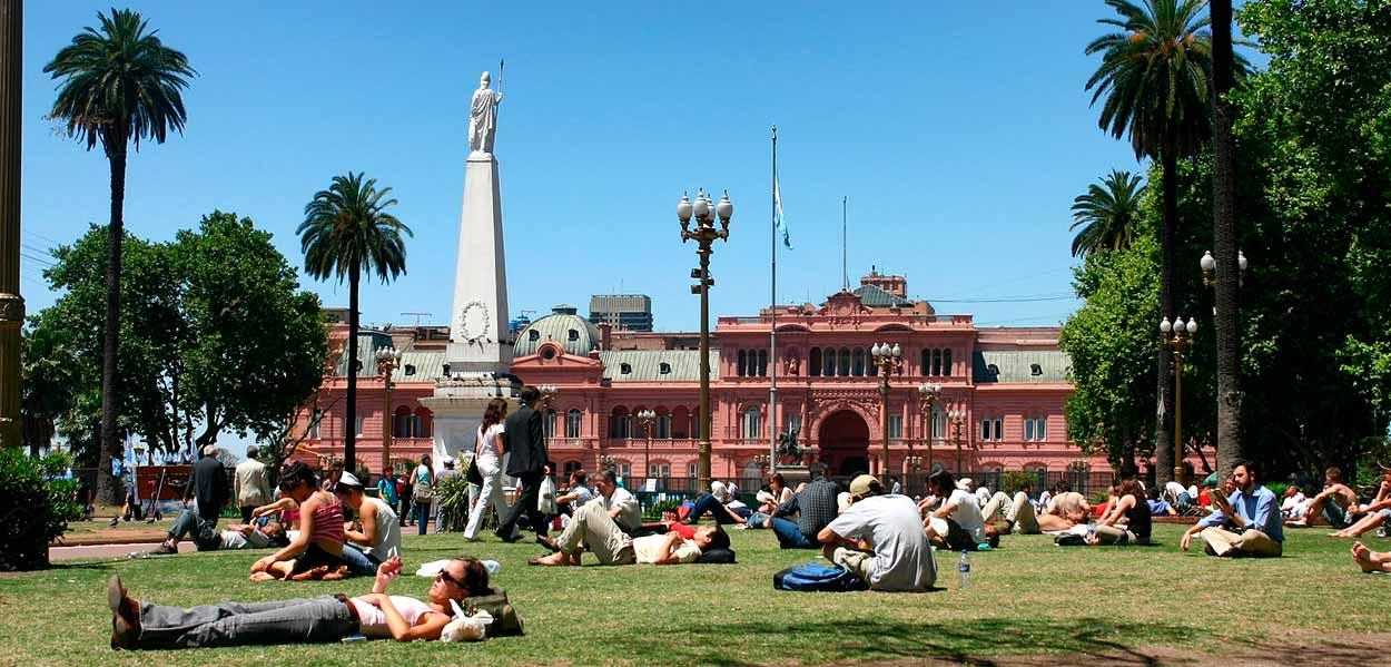 Casa rosada, dese plaza 5 de mayo - Imagen de Jon Ardo en Pixabay - Guía de Buenos Aires