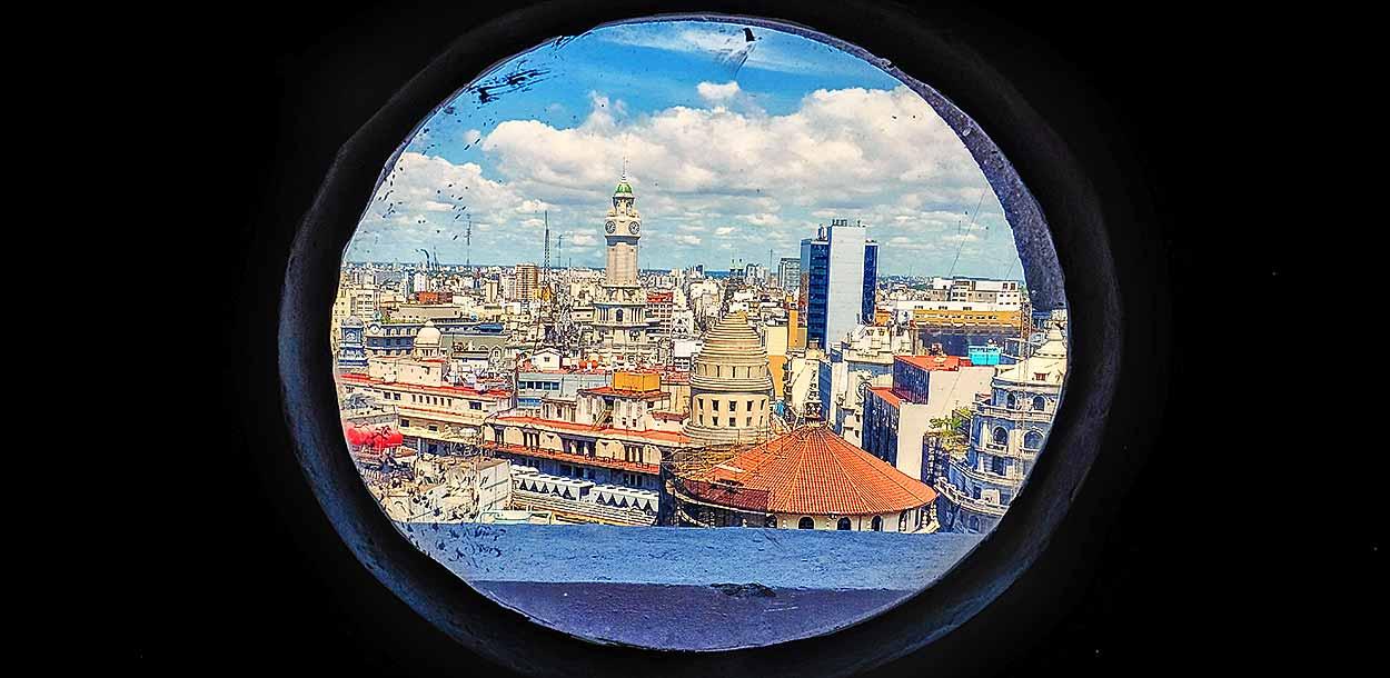 Vista desde una ventana desde la Torre de la Galería Güemes - Claudia Inés Forero - Guía de Buenos Aires