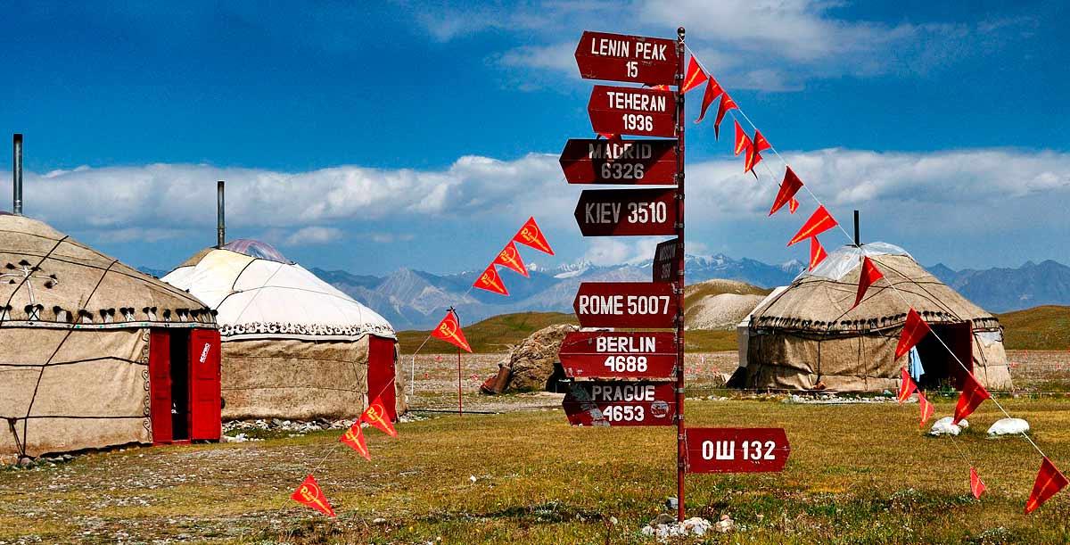 Yurtas kirguisas VIP del campo base en la pradera Edelweiss - Turismo activo en Pamir