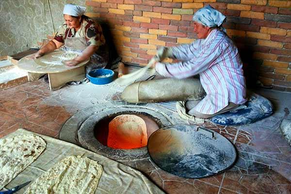 """La elaboración tradicional del pan nacional, el """"lavash"""" - Turismo Vivencial en Armenia (Tour en Privado)"""