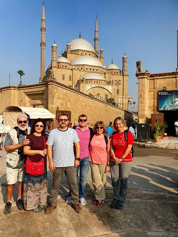 Frente la Mezquita de Muhammad Alí, en El Cairo -  Valoración de viaje a Egipto deManel, Cati, Anna, Jaume, Magda y Vicenç