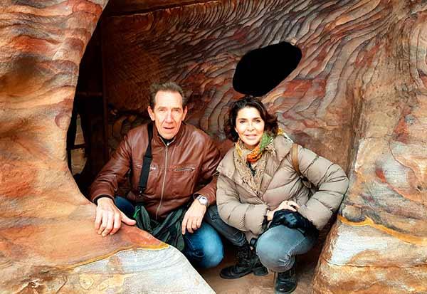Experiencia de viaje a Jordania de Yolanda y Javier: en una de las cuevas del estrecho desfiladero del Siq, la entrada principal a la antigua ciudad de Petra