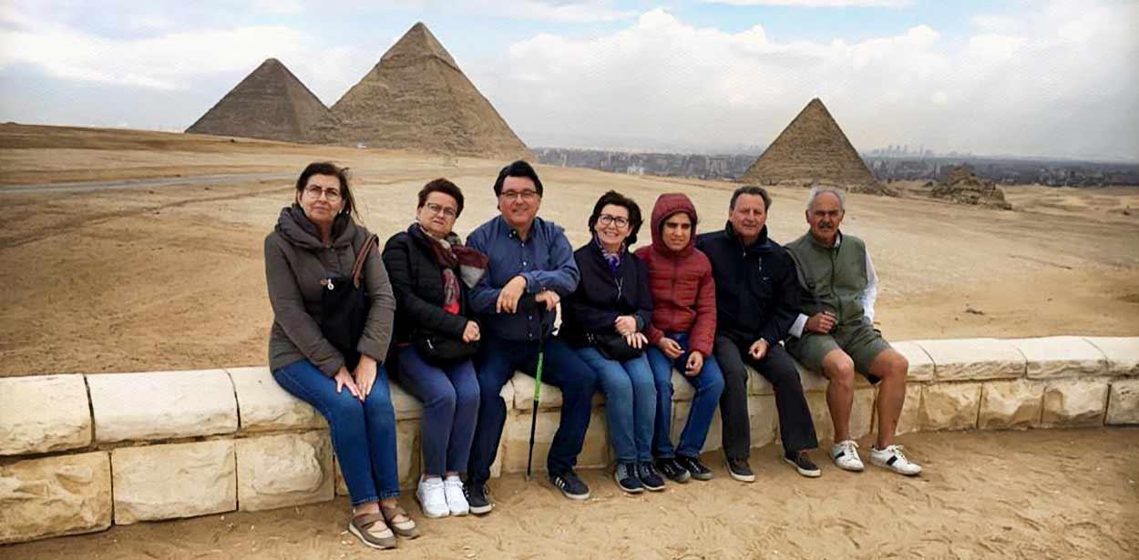Testimonio del Viaje a Egipto de Regina, familia y amigos: en Giza
