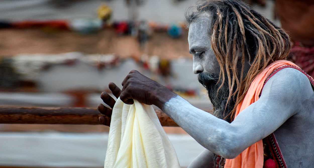 Un Sadhu en Benarés - Triángulo del Norte, Khajuraho y Benarés (India en privado de ocho noches)