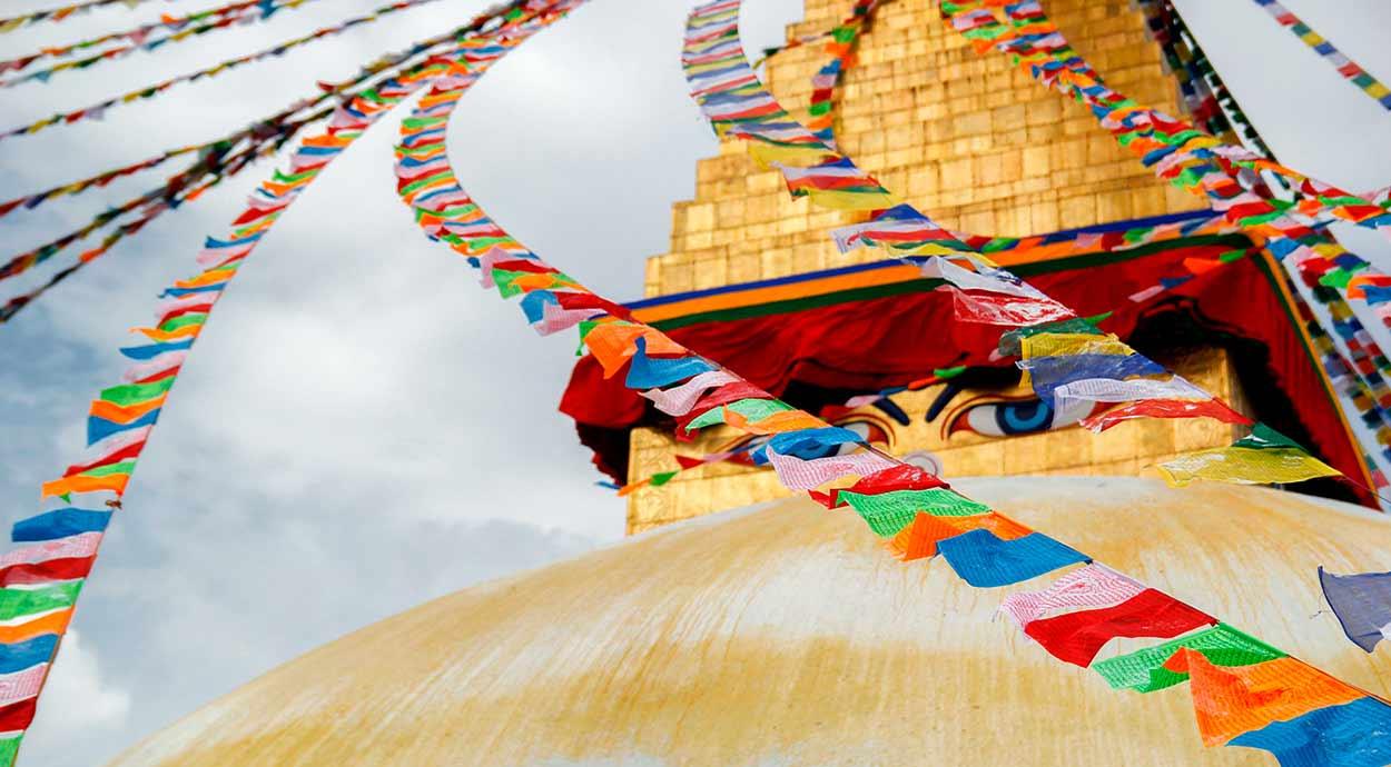 Boudhanath, uno de los templos sagrados budistas en Katmandú, Nepal - VIAJE A INDIA Y NEPAL DE 10 NOCHES