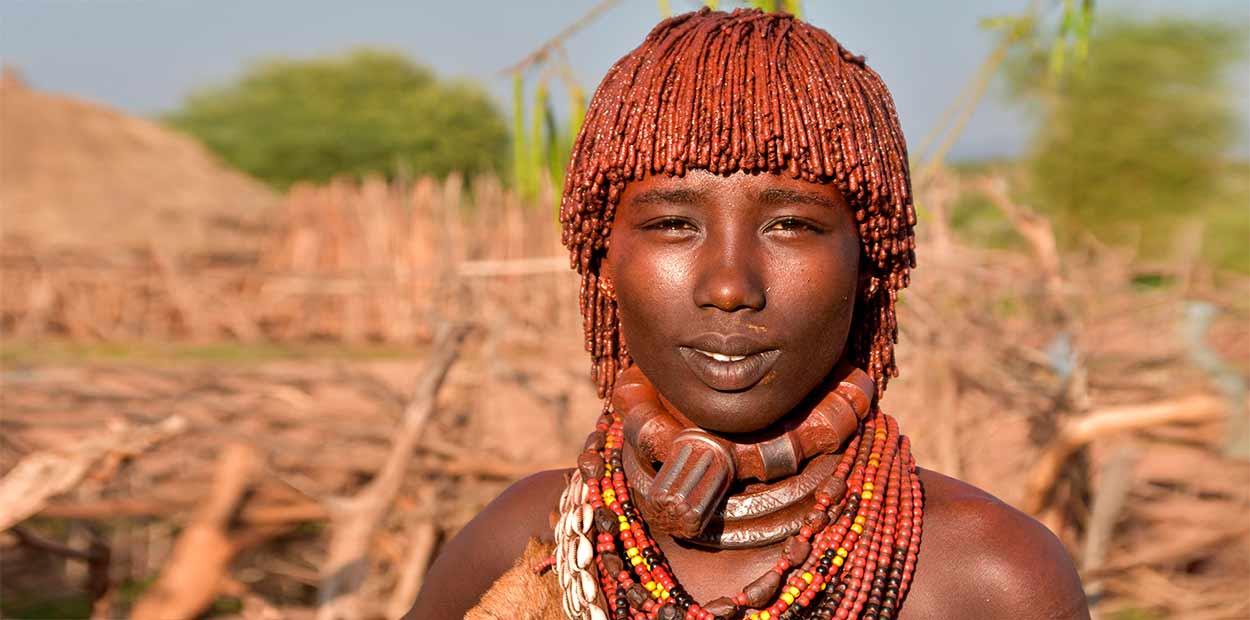 Una mujer de etnia Hamer - oferta especial Etiopía Valle del Omo con salida garantizada