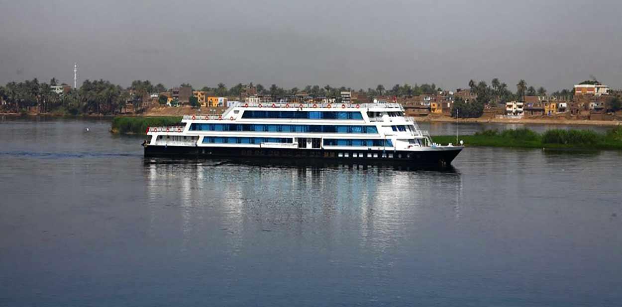 Crucero completo del Nilo de lujo desde Asuán o Lúxor a El Cairo en la MS Mövenpick Darakum