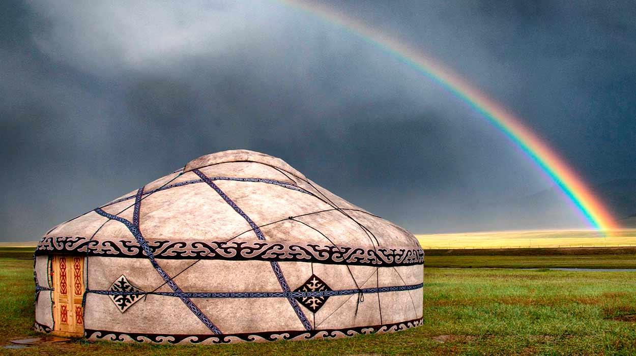 Yurta kirguisa tradicional, símbolo de la tradicional vida seminómada de pastoreo - 14 Razones para viajar a Kirguistán, el país de las montañas celestiales
