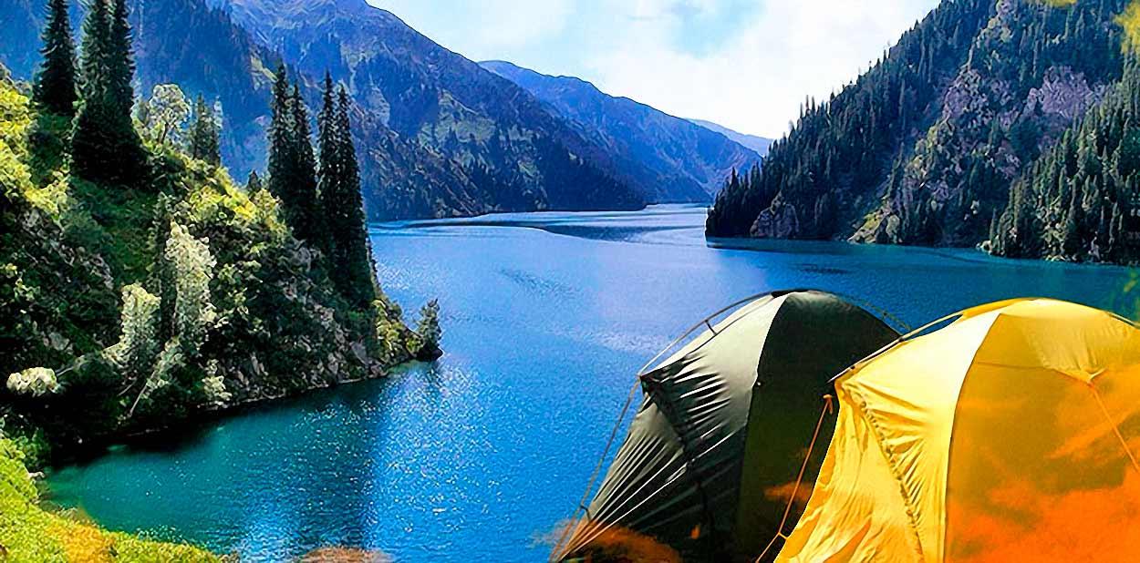Trekking en Kirguistán del lago Sary Chelek en el Tian Shan - Campamento de tiendas de campaña
