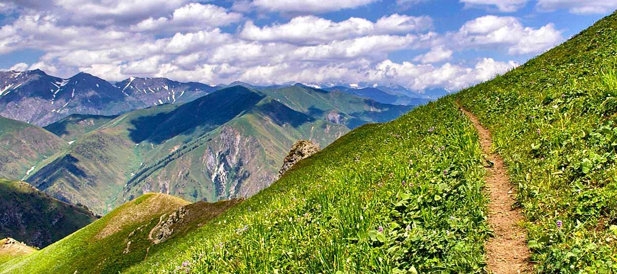 Trekking en Kirguistán del lago Sary Chelek