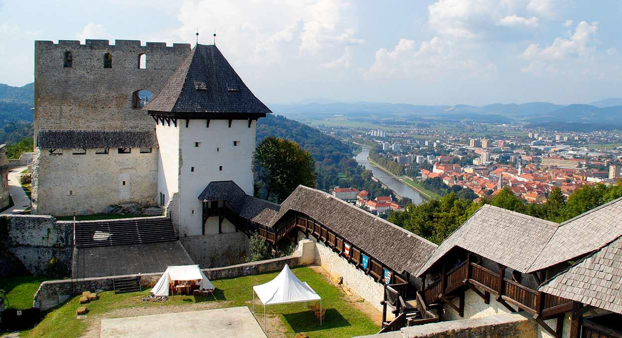 El castillo de Celje, la mayor fortaleza medieval de Eslovenia - Eslovenia Turismo - Castle Slovenia Middle Ages City Outlook Celje - Image by M W from Pixabay