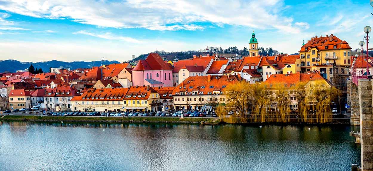 Casco antiguo de Maribor, a orillas del río Drava - Eslovenia Turismo - Maribor Slovenia Marburg - Image by Leonhard Niederwimmer from Pixabay
