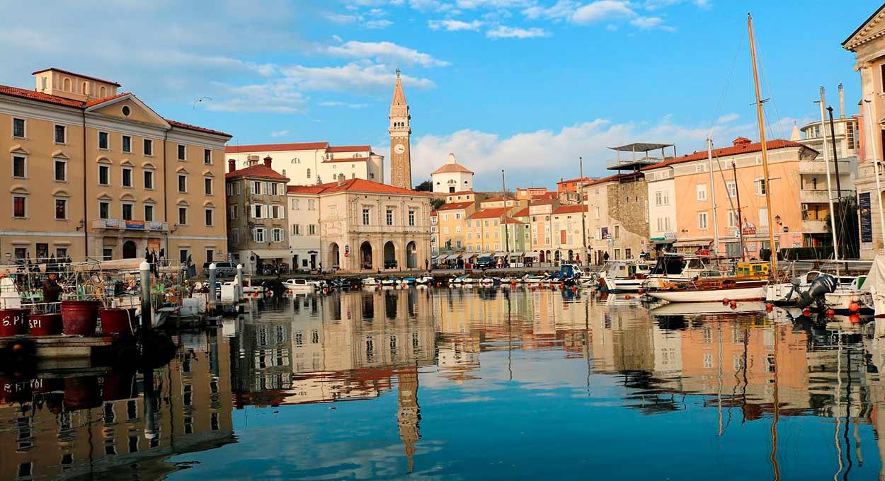 Piran, con sus casas góticas de época de la República Veneciana - Eslovenia Turismo - Slovenia Piran - Image by kimspirationalslove from Pixabay