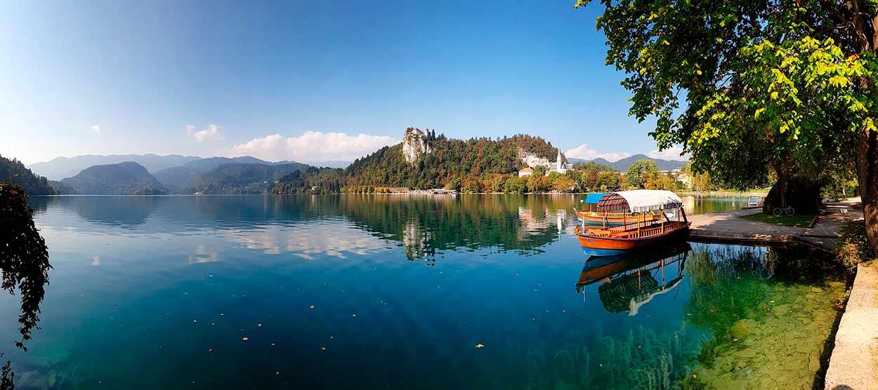 Pletna en el lago Bled - 14 Razones para viajar a Eslovenia - Image by greissdesign from Pixabay