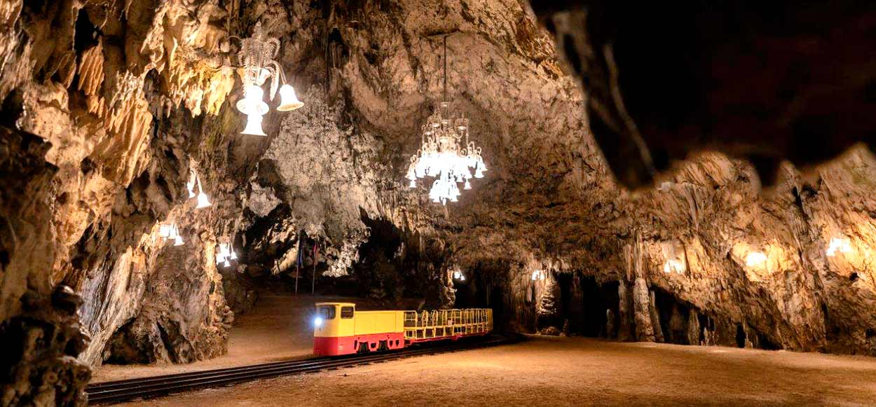 El trenecito decimonónico de la cueva de Postojna - 14 Razones para viajar a Eslovenia