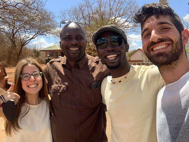Testimonio de Safari en Kenia de Bea y Chema, con su guía y chofer