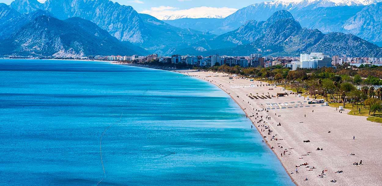 La ciudad de Antalya es la puerta de acceso a la región mediterránea del sur de Turquía - Turquía turismo
