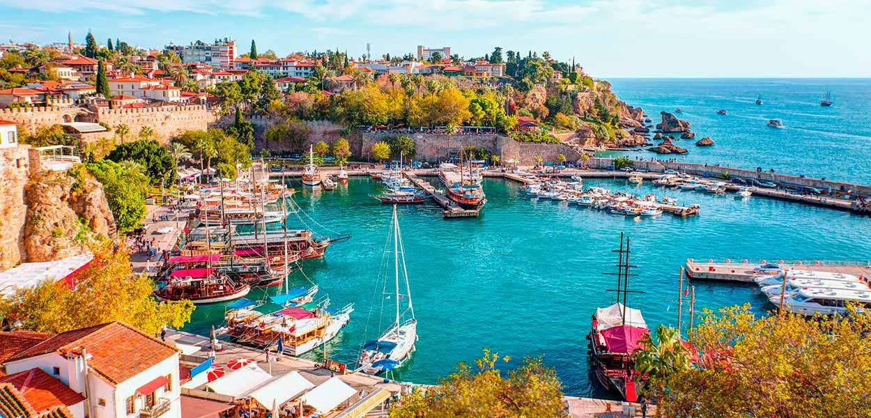 Bodrum, célebre localidad del mar Egeo - turismo de Turquía