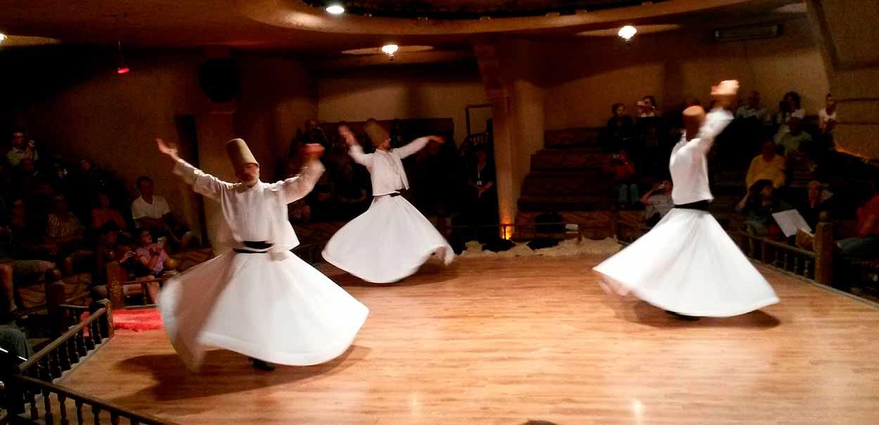 Los derviches giróvagos de Konya - Turquía turismo